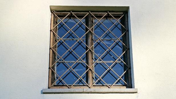 window-229368_640